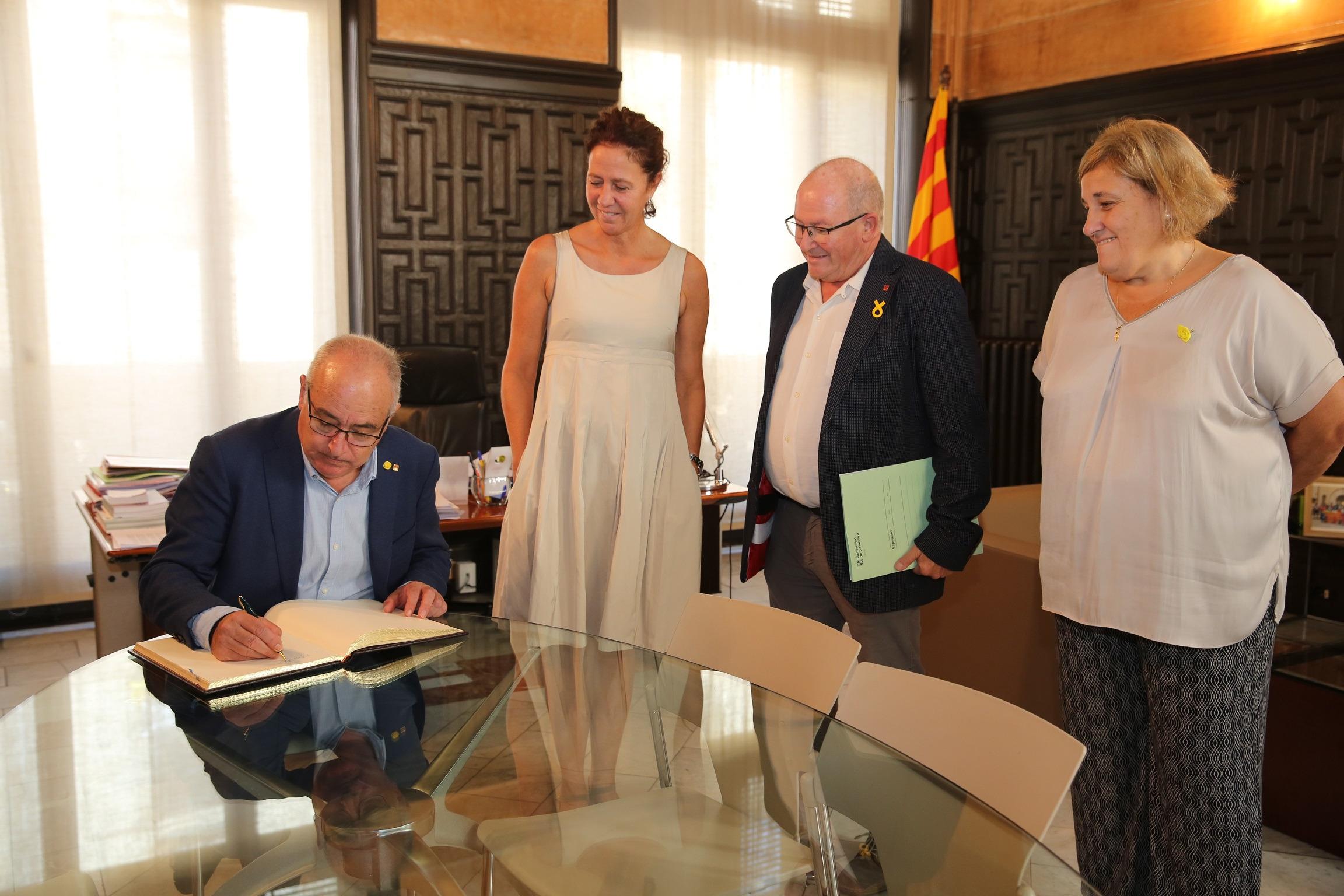 L'alcaldessa de Girona rep el conseller d'Educació de la Generalitat de Catalunya.