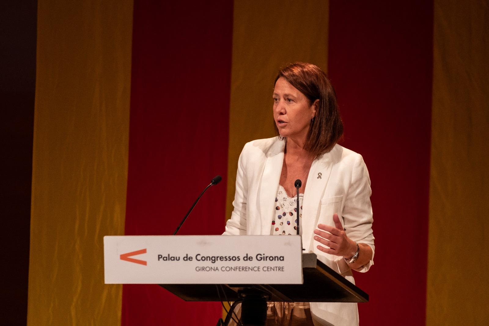 L'alcaldessa de Girona participa al lliurament dels Premis Literaris de Girona.