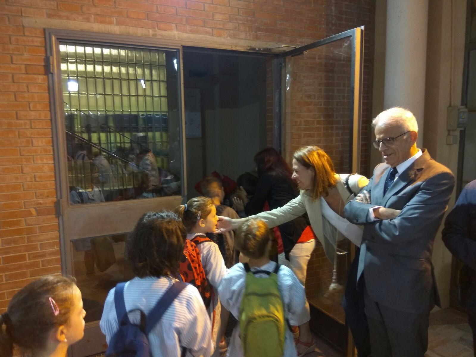 L'alcaldessa de Girona dóna la benvinguda als alumnes de l'Escola Eiximenis que comencen el curs escolar.
