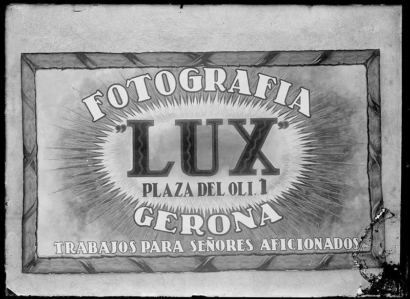 Foto Lux. Rètol o cartell publicitari de l'establiment Fotografia Lux