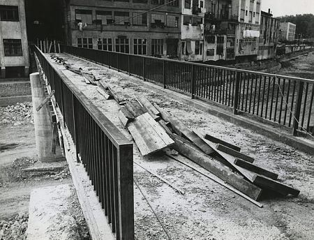 Autor desconegut. Obres de construcció del nou pont de Sant Agustí . 1973