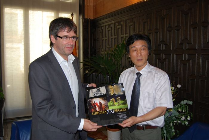 The Mayor of Girona, Carles Puigdemont, receives a delegation from Hangzhou, China