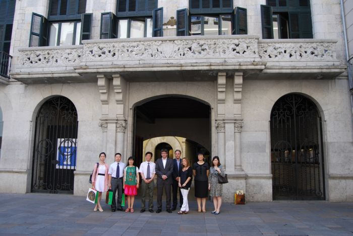 The Mayor of Girona, Carles Puigdemont, receives the delegation from Hangzhou, China